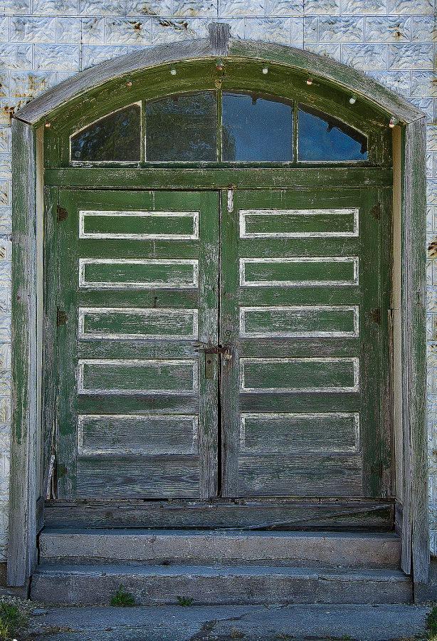 Dykesville cropped door