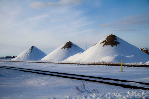 snow piles1