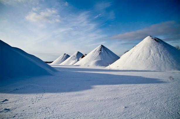 snow piles3