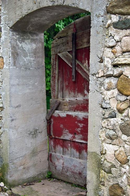red door3